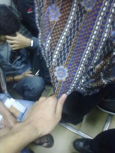 Pegangan Ke Baju orang Laen