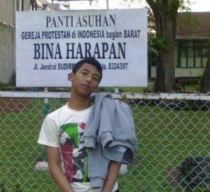 Foto gue di depan panti asuhan daerah bogor (2009)